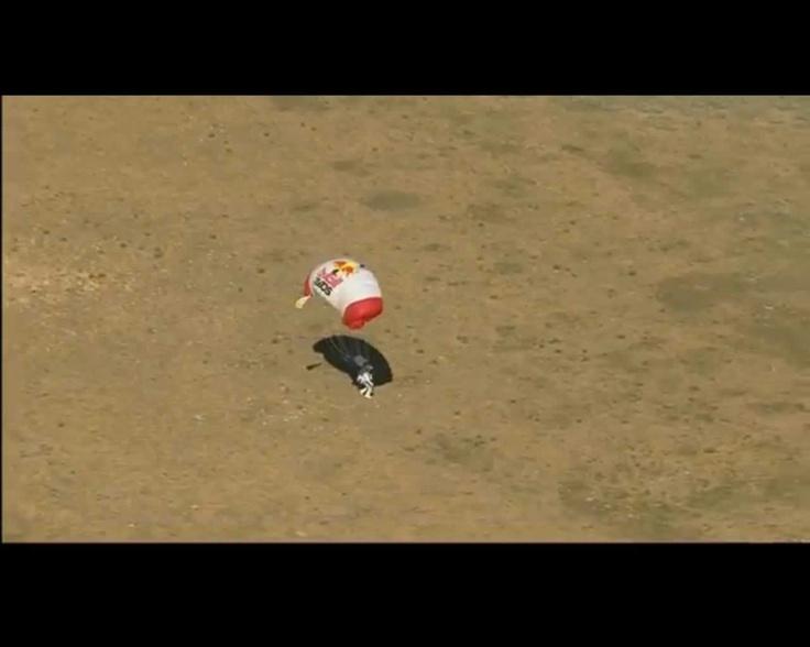 Tocando tierra @redbullstratos #felibaumgartner
