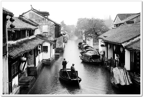 Zhouzhuang, 30 km from downtown Suzhou, sits extolled as No.1 water-bound town of China for it labyrinth of waterways, Ming and Qing dwelling, and honest-to-goodness folkways.