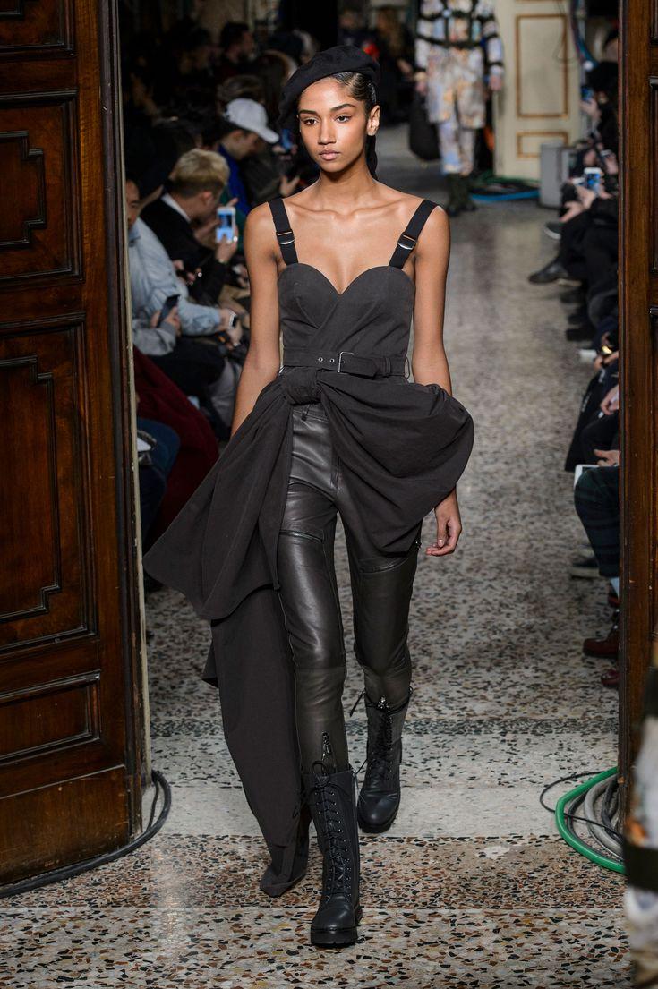 Moschino Fall 2017 Menswear Fashion Show, Milan Fashion Week, MFWM, Runway, TheImpression.com - Fashion news, runway, street style, models