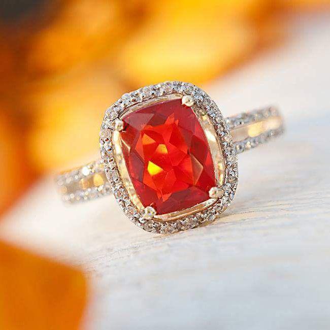 Je ne comprends pas pourquoi l'Opale de feu n'est pas plus connue... Cette pierre est juste trop trop TROP belle.   #juwelo #opale #gemstone #pierre #bague #rouge #inspiration #feu #or #blog #mode #fashion #bijou #bijoux #love #mariage