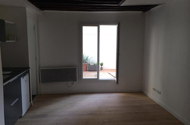 1 Bedroom Apartment in Central Paris to rent from £439 pw. With balcony/terrace, TV and DVD.