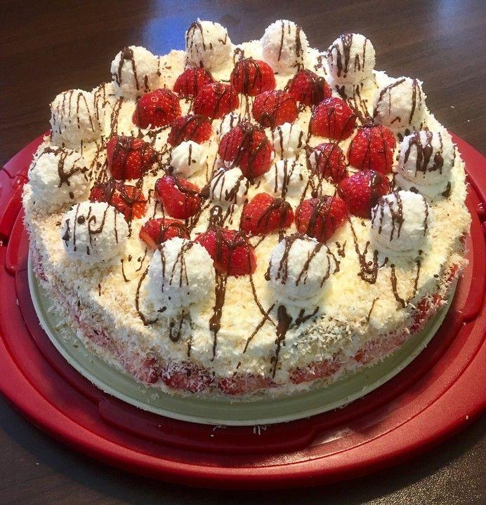 Erdbeer-Raffaello-Torte 13