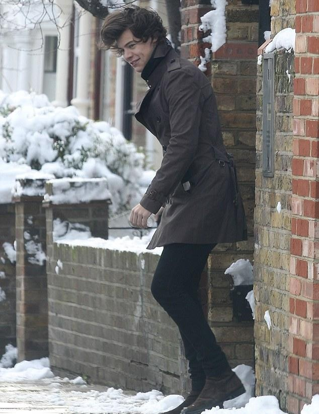 Harry yesterday...ugh I wish it was snowing where I was at...he is soo lucky!!