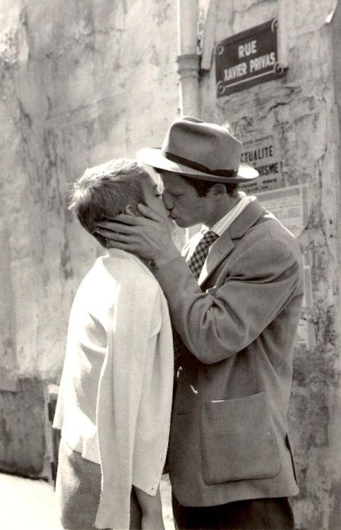 """Jean Seberg &Jean-Paul Belmondo idans """"A bout de souffle"""", 1960. Rue Xavier Privas, 5ème"""