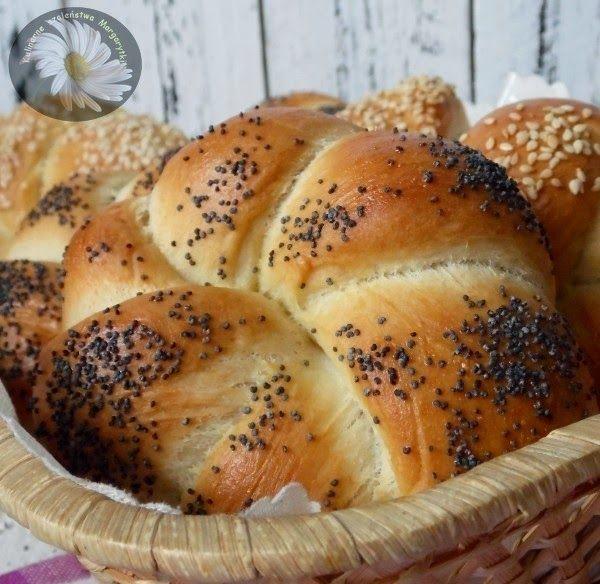 Υλικά για 12 ψωμάκια 3 φλιτζάνια αλεύρι τύπου 550 πολυτελείας 1 κουταλια κορν φλαουρ 1 κουταλάκι του γλυκού αλάτι Ζάχαρη 1 κουταλιά τη...