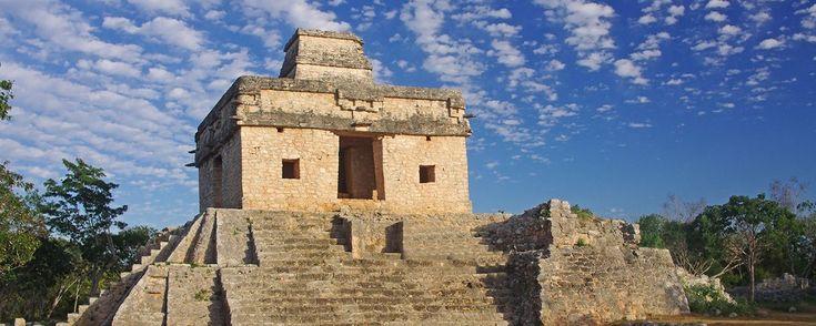¿En qué consiste el equinoccio en Dzibilchaltún?. Cada año, durante los equinoccios de primavera y otoño (hacia las 5:00 hrs), esta antigua capital maya, cercana a Mérida, en Yucatán, es la sede de un increíble fenómeno arqueo-astronómico.