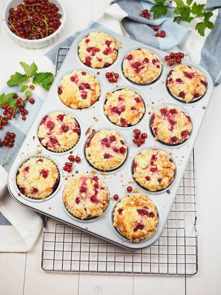 Rezept für einfache und saftige Johannisbeer-Joghurt-Muffins mit Streuseln   – Kuchen