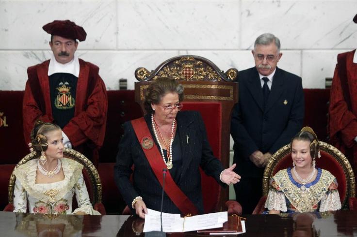 The mayor Rita Barbera chairs the proclamation of the Main Fallera, Begoña Jiménez and Main Child Fallera 2013, Carla Gonzalez