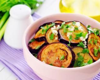 Aubergines épicées à la plancha : http://www.fourchette-et-bikini.fr/recettes/recettes-minceur/aubergines-epicees-a-la-plancha.html