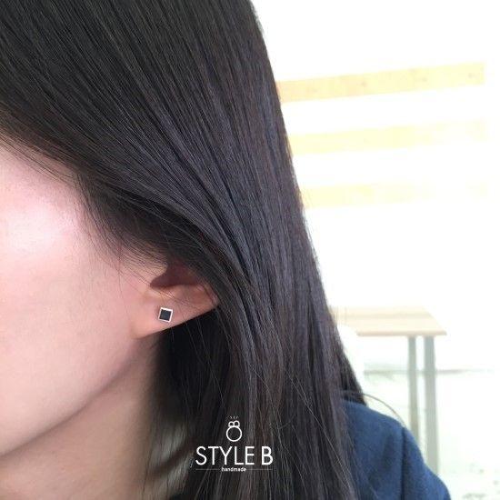 [Earrings] 사각 블랙 에폭시 귀걸이 / Black Epoxy Square Earring 블랙 에폭시를 사각형에 넣어 제...