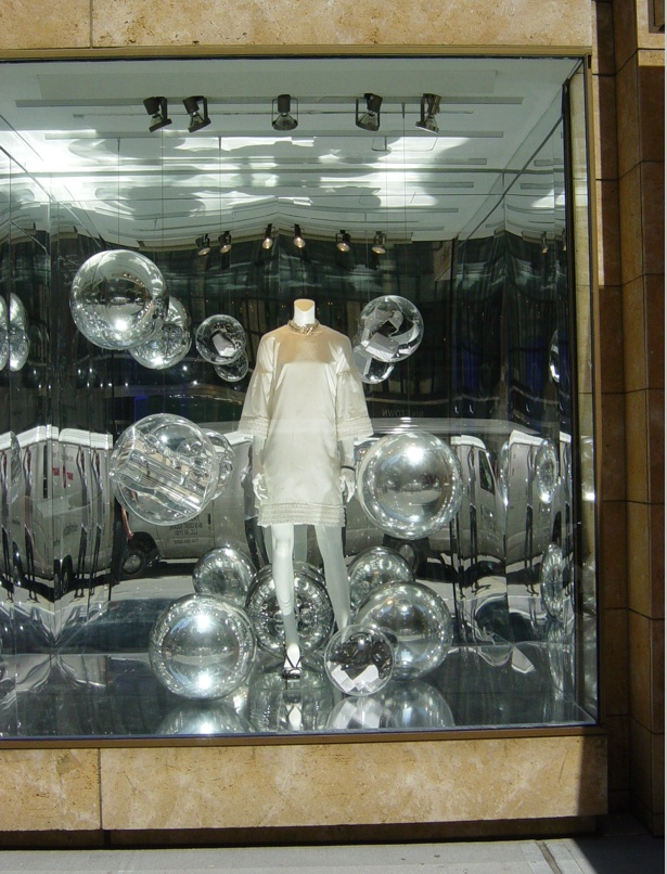 1000 images about cinderella display on pinterest for Retail store window display ideas