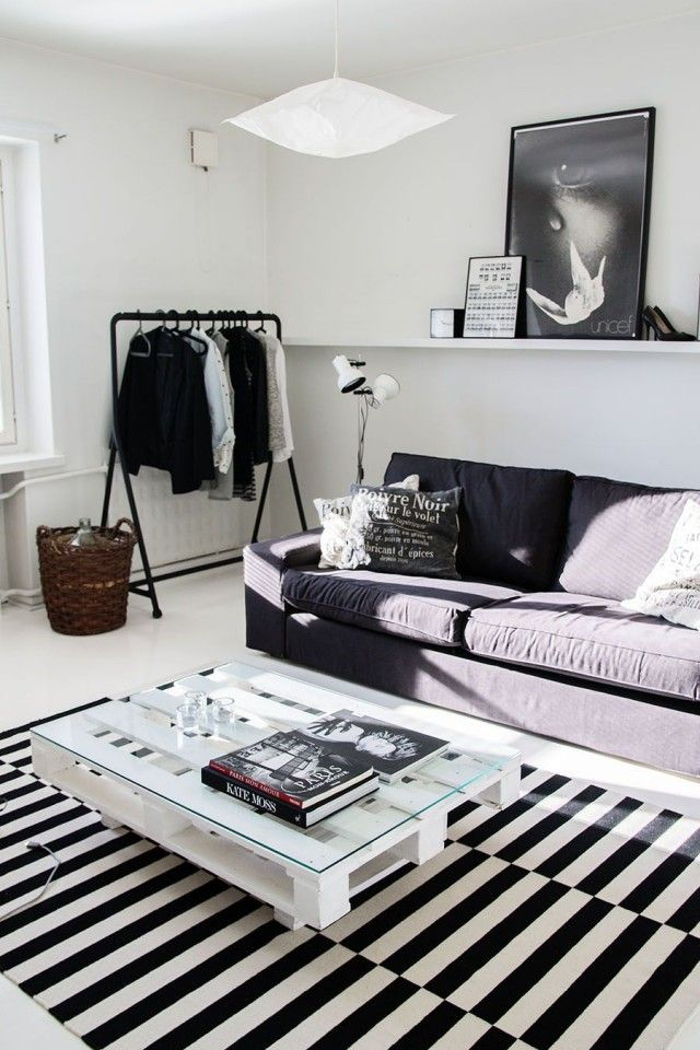 Black and white scandinavian home, Ikea Stockholm carpet, pallet table  Deco
