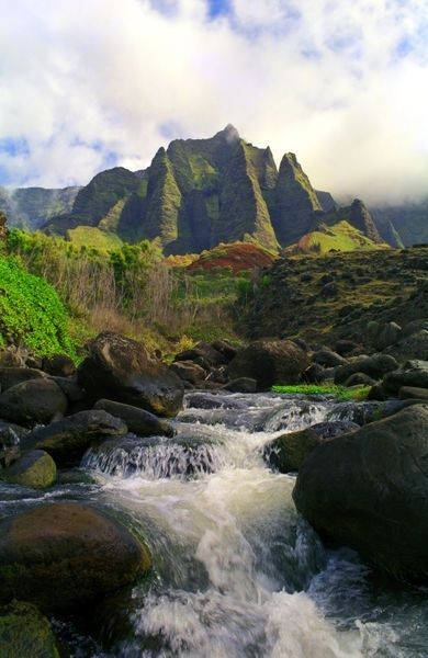 Kalalau Stream and mountains, Kauai, Hawaii - inspiring picture on Joyzz.com