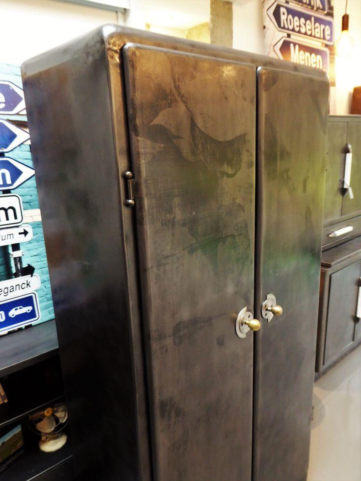 armoire vintage annes 50 mtallique inspirationrecupcom vous propose cette armoire de cuisine ancienne des - Modele De Cuisine A Vendre Annee 50
