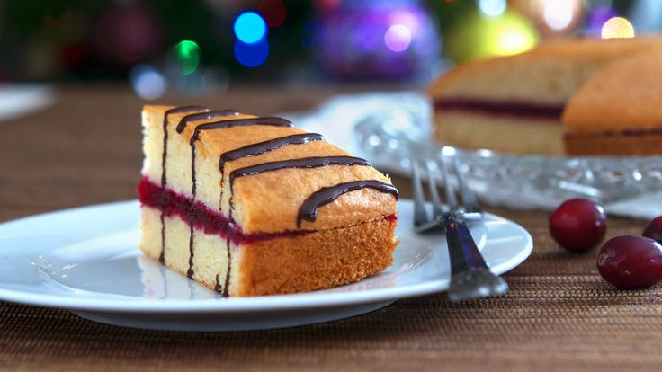 A quintessential holiday meal can only be called such if it ends with a state-of-the-art dessert to be enjoyed with family and friends, and since cranberries are popular ingredients when it comes t…