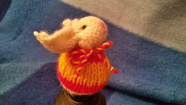 Spanish flag, knit square bunny