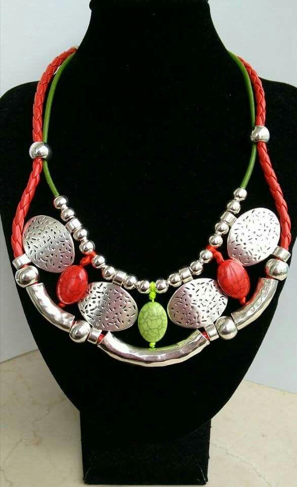 En rojo, verde y plata