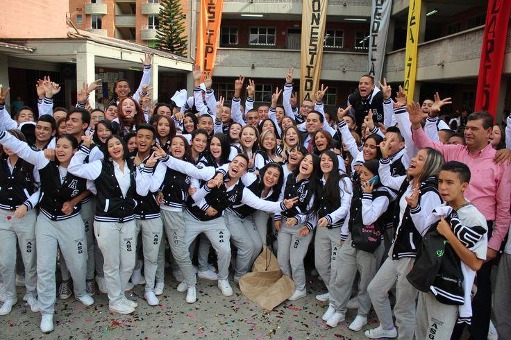 Entrega de chaquetas Prom 2015 a los alumnos de la I.E Avelino Saldarriaga