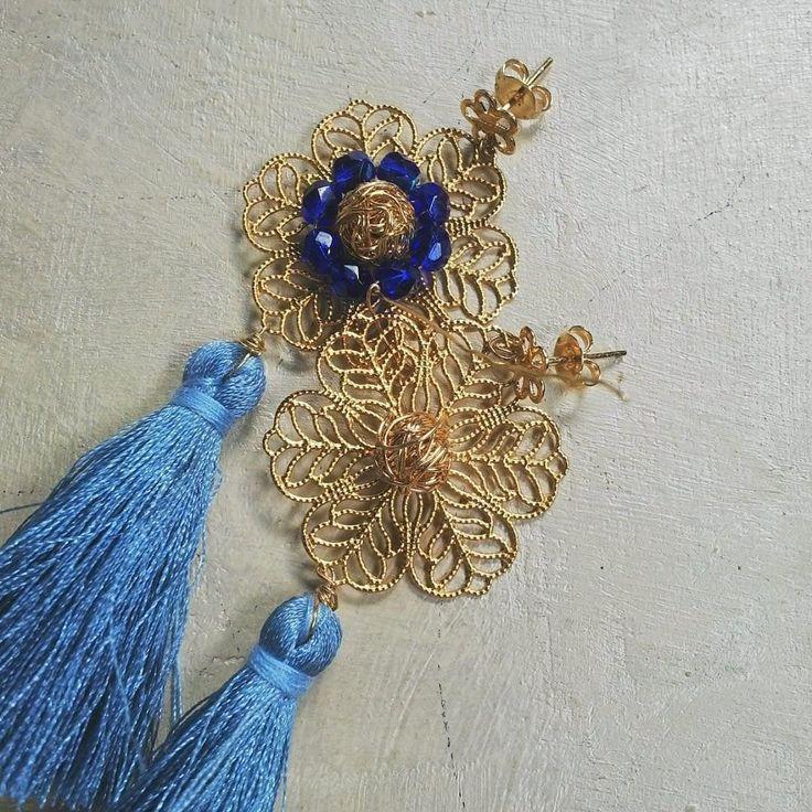 En este 1 de mayo celebramos el #diadeltrabajador haciendo lo que más nos gusta Crear! Qué opinan con cristales al centro o sin cristales?  Nuestra línea cápsula basada en la tassel-manía esta quedando de maravillas. Muy pronto!  Fotografía : @klebersoriano  be DIFFERENT choose an #KK #fashion #moda #crystal #tassel #earrings #bijoux #bisuteria #jewel #jewelry #publicidad #ads #designer #design #emprendedor #Ecuador #photography #handmade #estilo #style #accesorios #accessories #fashionista