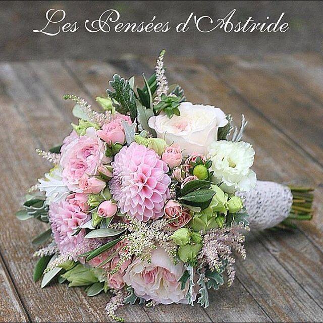 """{Les événements de Victoria}  Un bouquet de mariée composé de Dahlias, Roses """"David Austin"""", Roses branchues, Lysianthus et autres fleurs <3"""