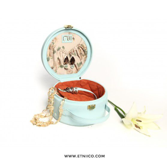 Discover the unique ways 1701 has to take care of your jewelry while you are travelling.  Check out 1701 store at: www.etniico.com #Luggage #Fashion #Style #Etniico #MakeUp #Woman #Travel #Designers #Design #ShopOnline #Shop