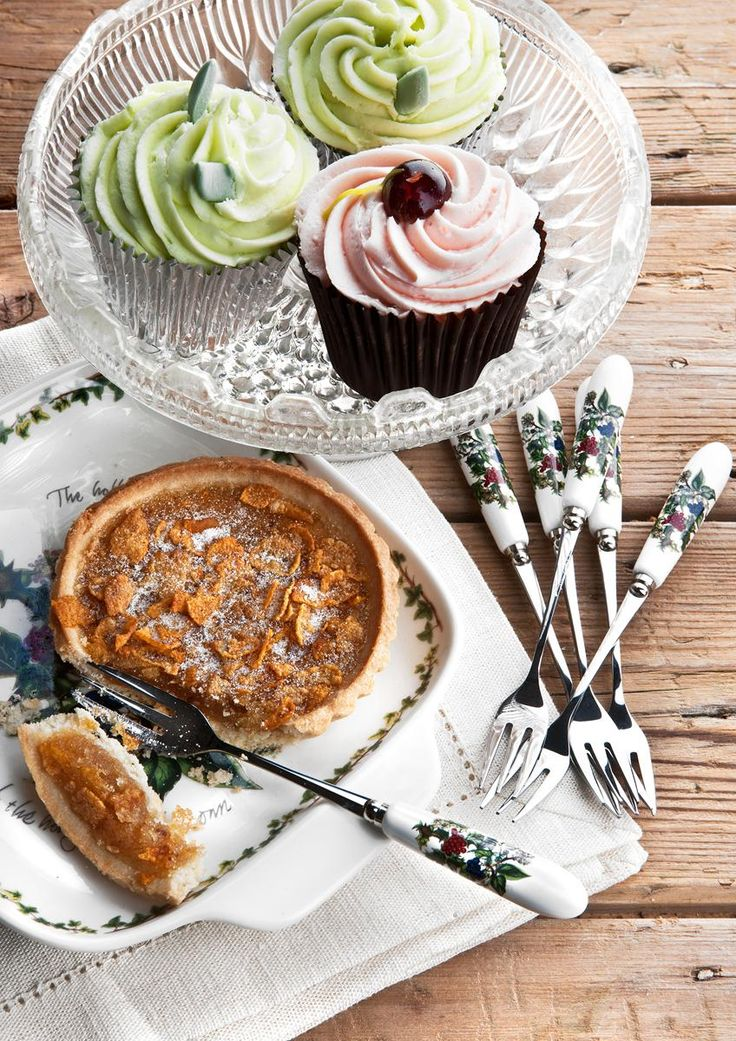 These Holly and The Ivy Pastry Forks are a great way to eat cake at Christmas. #TheHollyandTheIvy #Portmeirion