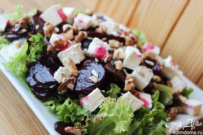 Салат из маринованной запеченной свеклы с фетой. Маринование свеклы делает ее еще более ароматной, сладкой и сочной. Идеальное дополнение к семейному обеду. #edimdoma #recipe #cookery #salad