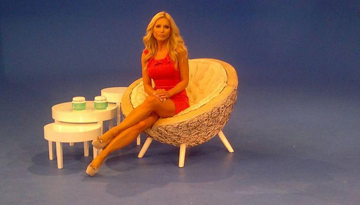 Gisella Donadoni indossa sandali e decolletèe Michela Rigucci Luxury in 2 spot televisivi   Gisella Donadoni, Italian TV presenter, wearing sandals and decollete Michela Rigucci!