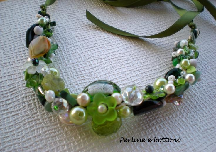 Aggregazione di pietre e perle