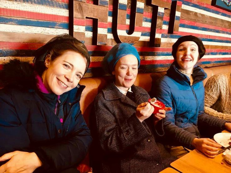 Lucy Worsley in Pizza Hut with the Ladies.