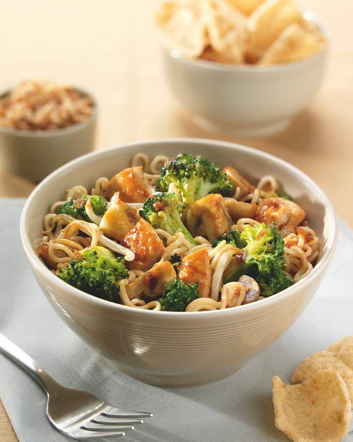 Heerlijk wokgerecht met kip en broccoli. recept
