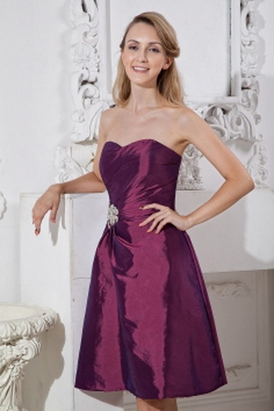 Sweetheart Taffeta Purple Bridesmaids Gowns ted2670 - SILHOUETTE: A-Line; FABRIC: Taffeta; EMBELLISHMENTS: Beading , Ruched; LENGTH: Knee Length - Price: 86.6300 - Link: http://www.theeveningdresses.com/sweetheart-taffeta-purple-bridesmaids-gowns-ted2670.html