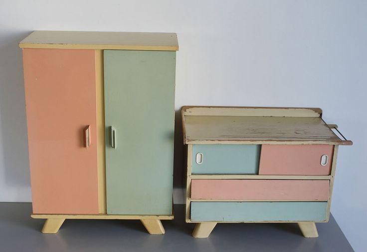 die besten 25 puppenschrank ideen auf pinterest garderobenb gel spielzeugk che und gro e puppen. Black Bedroom Furniture Sets. Home Design Ideas