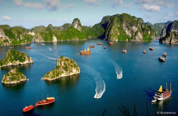 Ha Long Bay (Vietnã) - Localizada no litoral norte do Vietnã, a Baía de Ha Long é a mais famosa...