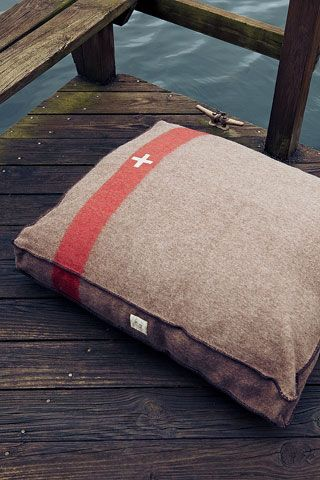 Swiss Camp Dog Bed from Bella Bean Couture ~ Summer Style | Garden and Gun