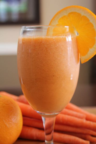 Orange & Carrot Smoothie: oranges, carrots, banana, 1 tbsp honey, ginger to taste, coconut water, ice