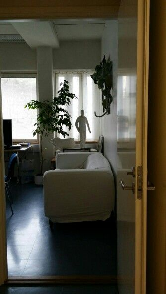 Tästä ovesta kokoushuoneeseen/tutkijahuoneeseen, pian myös kotiseutukokoelmahuoneeseen...