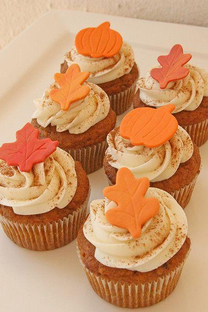 #KatieSheaDesign ♡❤ ❥  Pumpkin cupcakes with fondant leaves. Happy Fall!