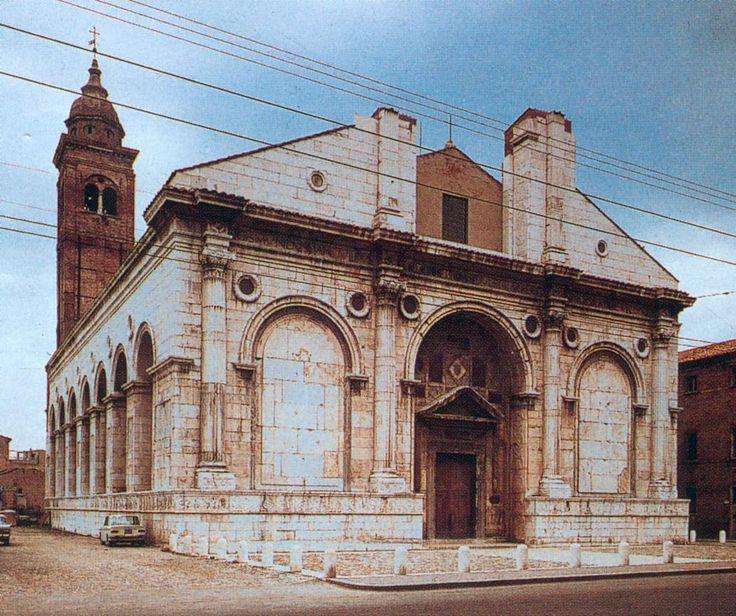Rimini - Le Temple Malatesta Le temple Malatesta (Tempio Malatestiano) est le nom communément donné à la cathédrale de Rimini. Il abrite les tombeaux de la famille de Sigismond Malatesta.