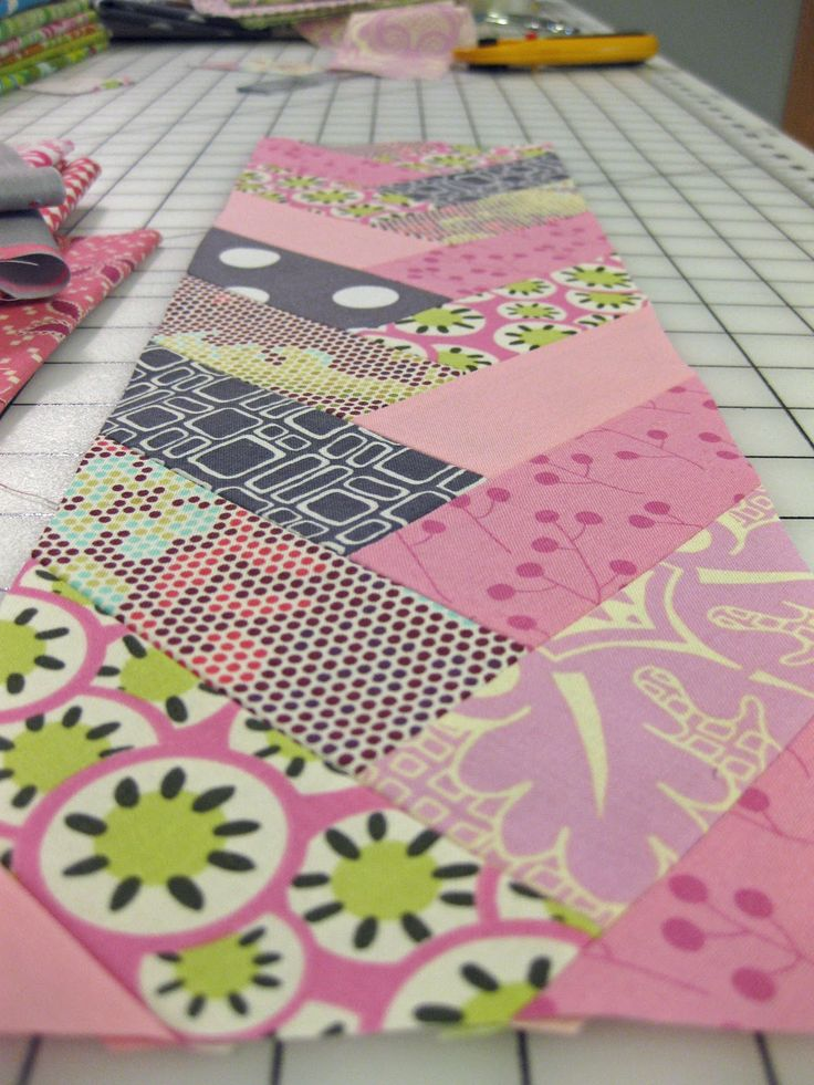 Braid Quilt Pattern Table Runner : 17 Best images about FRENCH BRAID QUILTS on Pinterest Friendship, French braid tutorials and ...