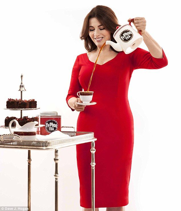 Nigella Lawson Highlights Enviable Curves In Slinky Red Dress
