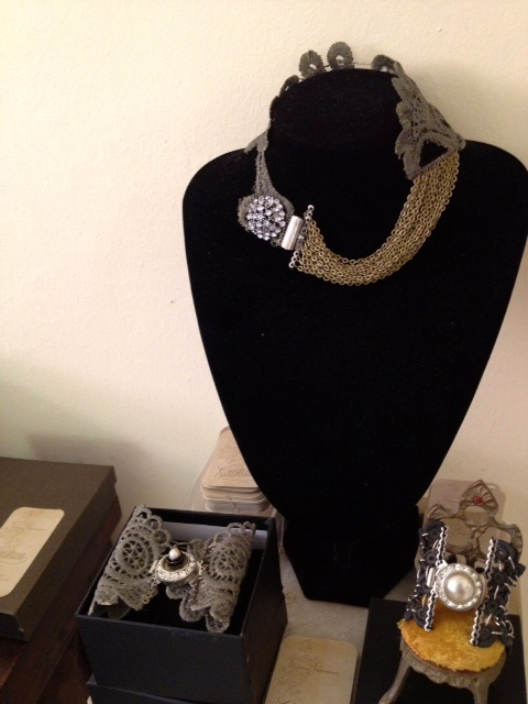 Same pieces in one of the wednesdays Showroom...