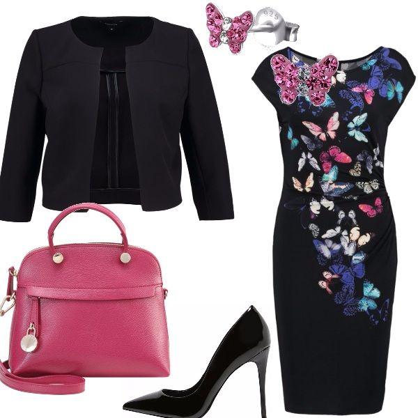Una cascata di farfalle colorate sul tubino nero, da indossare con un blazer corto, sempre nero. e con un paio di orecchini con cristalli rosa. Le scarpe sono delle décolleté con tacco a spillo nere e la borsa a mano è color lampone.