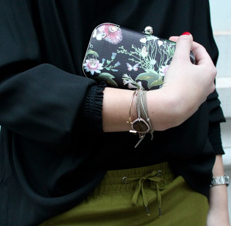 Robin tunic in Black and Tamara pants in Olive // FW16 // Eclipse // Noma clutch in Flower Black // AW16 // La Femme Alure // Dea Kudibal