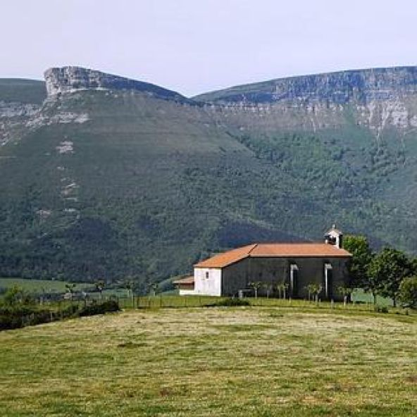 #Etxaurren. La ermita de la Virgen del Nogal, patrona de #Ayala, data del s. XVII. #Álava