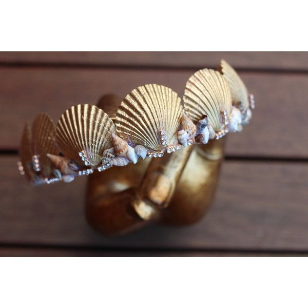 gold mermaid crown (€38) ❤ liked on Polyvore featuring home, home decor, seashell home decor, mermaid home decor, handmade home decor, gold home accessories and gold home decor