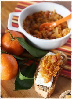 Crostini di pane alle noci con Camambert e chutney di clementine – Walnuts bread crostini with Camambert and clementine chutney