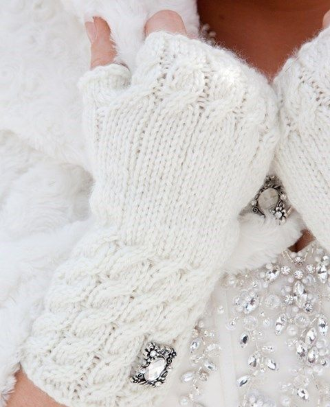 43 Awesome Winter Wedding Gloves And Mittens To Die For   HappyWedd.com
