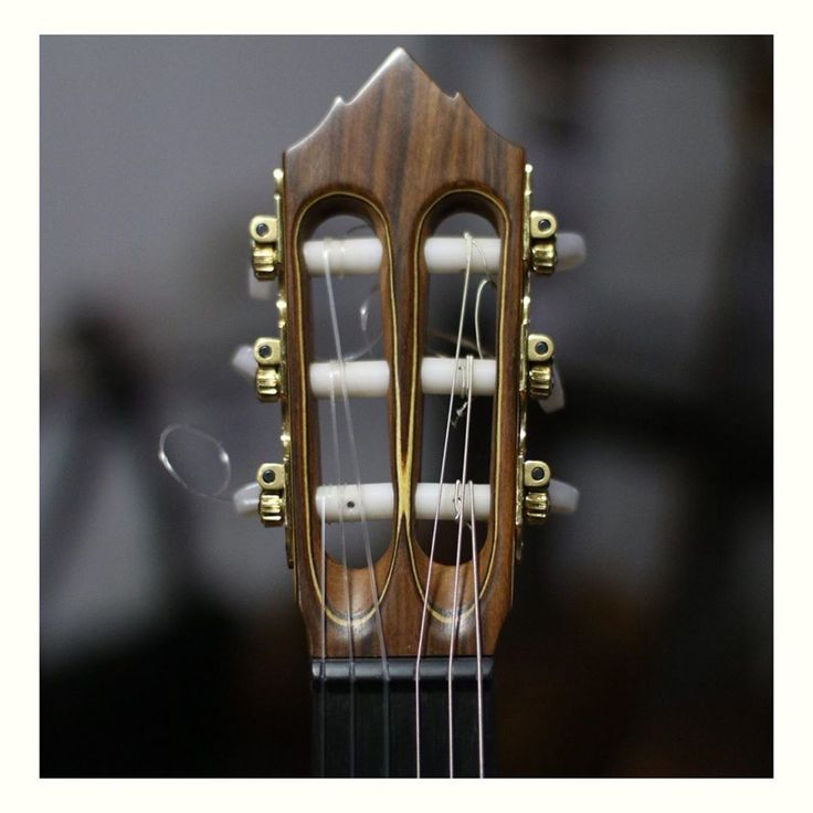 Juliana Hernandez On Instagram Detalles Cabeza Terminada A Mano Clavijero Mecanico De Alta Precision Guitarra Estilo Antique Wall Clock Clock Wall Clock
