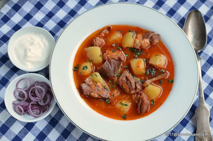 Ciorba de cartofi cu afumatura reteta ardeleneasca. Noi ii zicem supa de cartofi (zupa sau zama de crumpi, croampe) si o facem cu ciolan afumat, costita